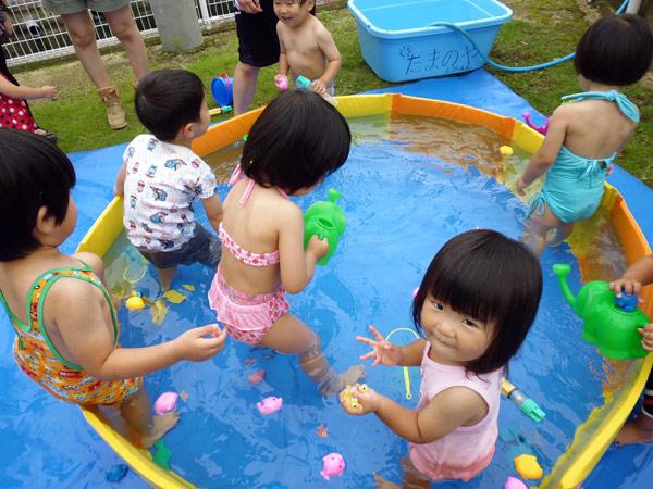 山口県防府市の幼稚園 玉祖幼稚園(たまのやようちえん)子育て支援 にこにこ元気っ子クラブ 平成26年7月にこにこ元気っ子クラブ 水遊び