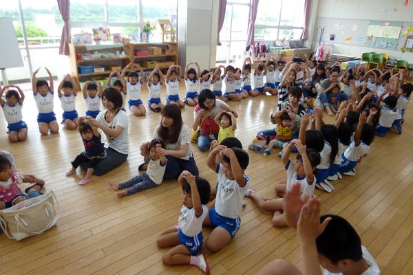 山口県防府市の幼稚園 玉祖幼稚園(たまのやようちえん)子育て支援  にこにこ元気っ子クラ 平成27年6月にこにこ元気っ子クラブ サーキット遊び